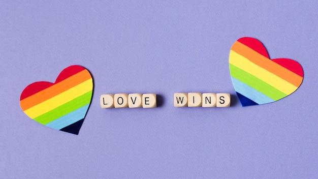 Herzen im regenbogenfarbenkonzept