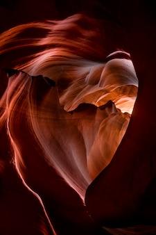 Herzförmige höhle
