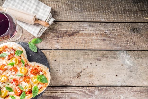 Herzförmige pizza zum valentinstag