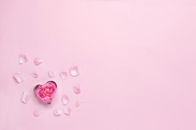 Herzförmiger ausstecher mit rose