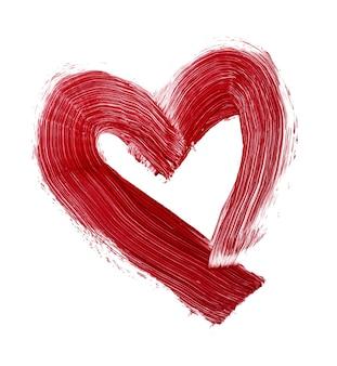 Herzförmiger fleck des roten lippenstifts lokalisiert auf weißem hintergrund