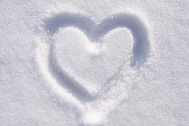 Herzform auf dem schnee