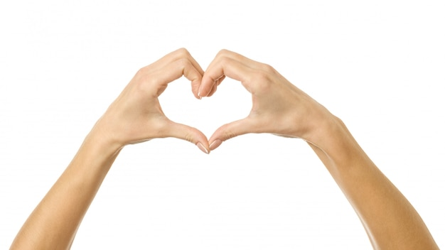 Herzform. frauenhand mit gestikulieren lokalisiert auf weiß