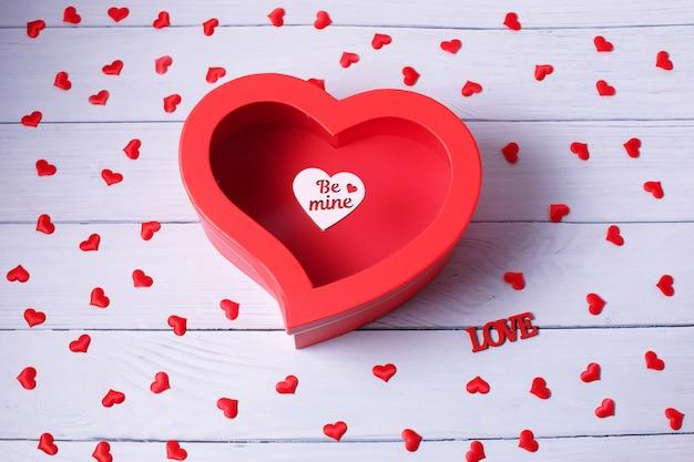 Herzform geschenkbox. ansicht von oben. fröhlichen valentinstag.