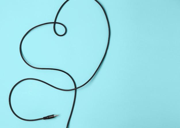 Herzform mit schwarzem kabel