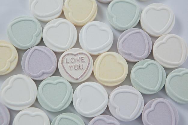 Herzform süßwaren mit text ich liebe dich