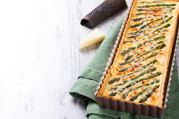 Herzhafter kuchen mit pecorino und speck