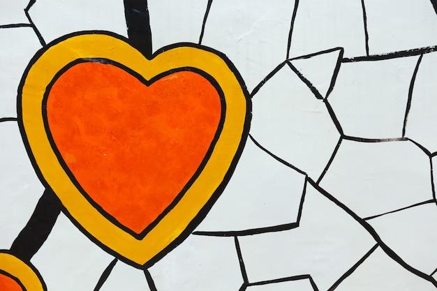 Herzmalerei mit heller farbe