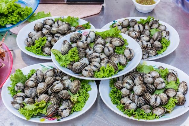 Herzmuscheln meeresfrüchte im markt