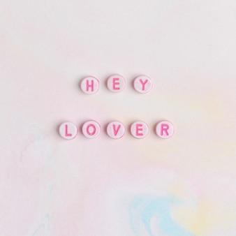 Hey lover perlen, die worttypografie beschriften