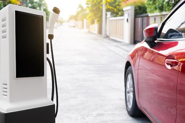 Hi-tech-industriegarage ev-auto-ladegerät aufladen tanken