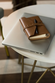 High angle agenda und laptop