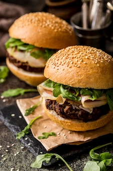 High angle beef burger mit speck