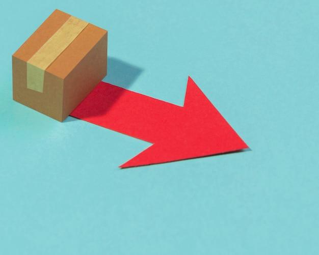 High angle box und roter pfeil