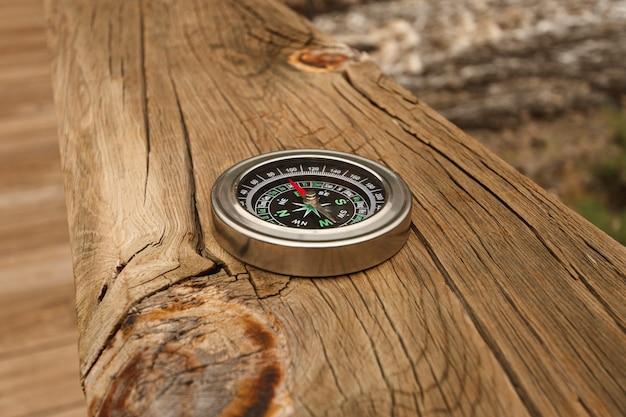High angle compass auf der brücke