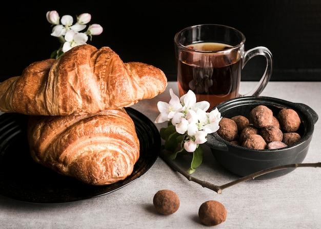 High angle croissants und pralinen