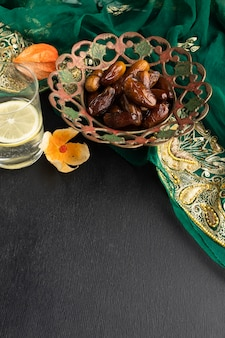 High angle dates und sari arrangement