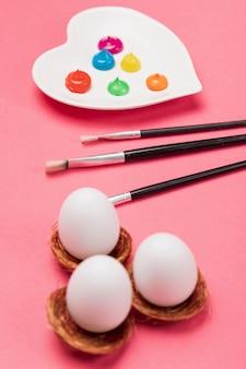 High angle eier und malen eier