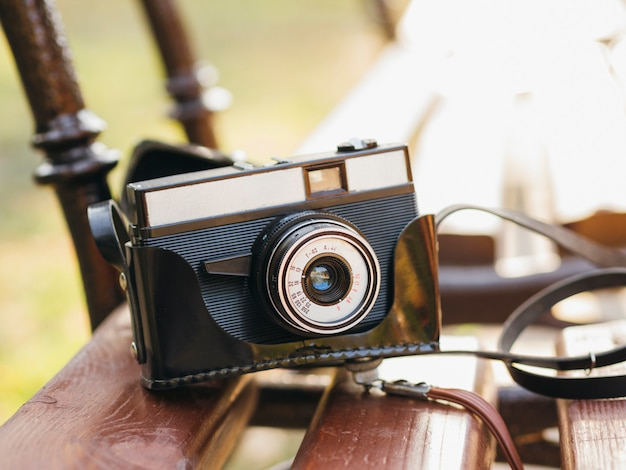 High angle kamera gerät auf der bank
