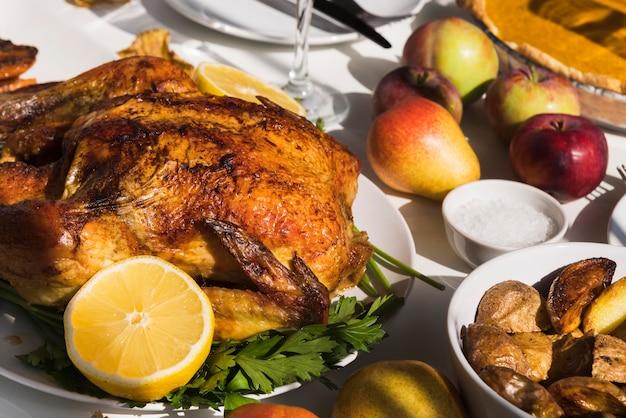 High angle leckeren thanksgiving-truthahn