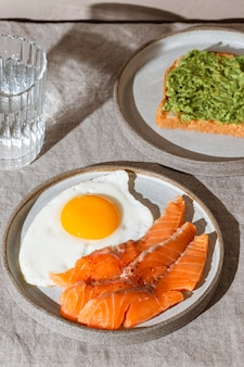 High angle leckeres frühstückssortiment