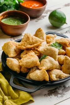 High angle leckeres pakistanisches essen