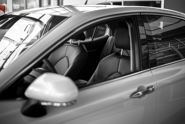 High angle new car zum verkauf angeboten