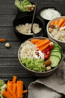 High angle salat mit couscous