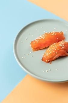 High angle sortiment an sushi-leckereien