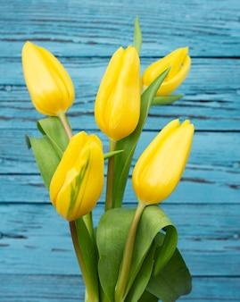 High angle tulpen bouquet