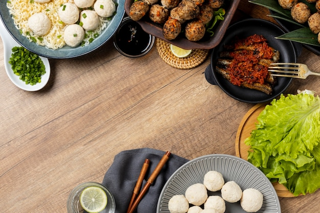 High angle zusammensetzung von köstlichen indonesischen bakso