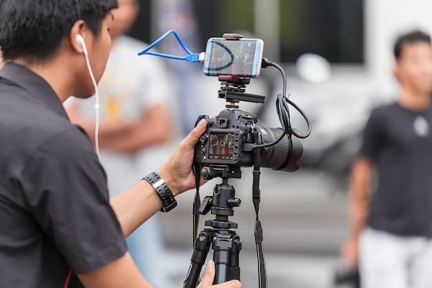 High-definition-kinokamera auf einem filmset.