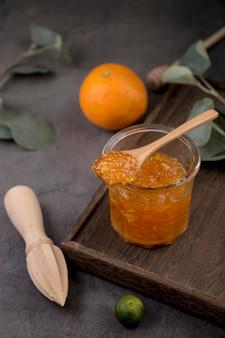 High view bio hausgemachte marmelade in glas