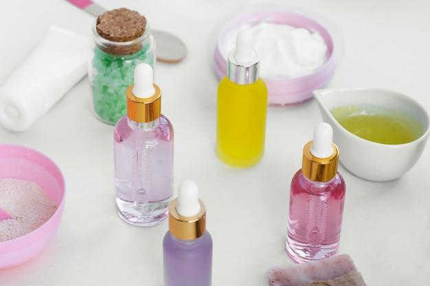 High view natürliche öle spa-behandlung arrangement kosmetik
