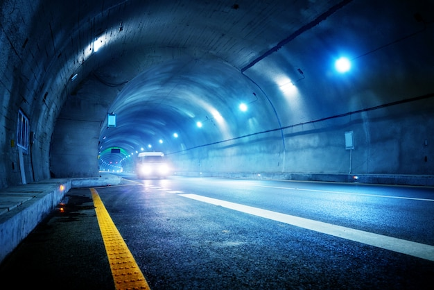 Highspeed-auto im tunnel