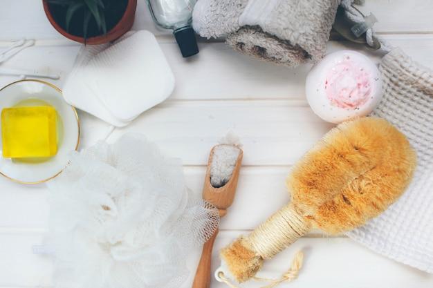 Hilfsmittel für schönheitsbehandlung und tücher