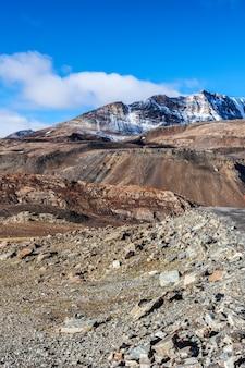 Himalaya-landschaft im himalaya entlang der manalileh road
