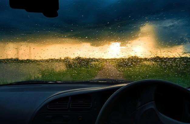 Himmel des regnerischen tages