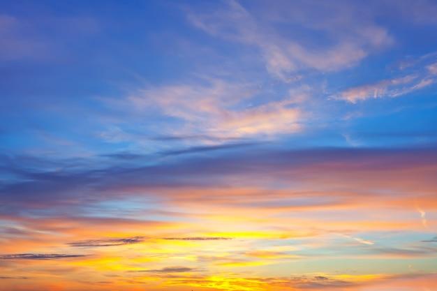 Himmel hintergrund auf sonnenaufgang