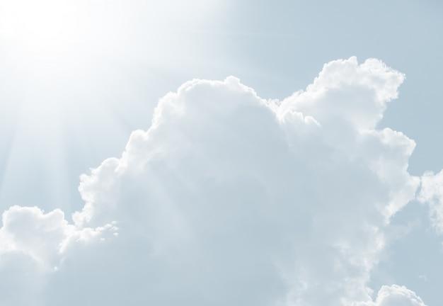 Himmel in heller tonalität