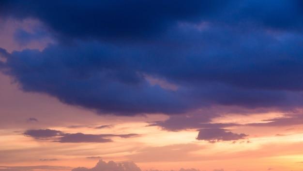 Himmel mit wolken und sonne