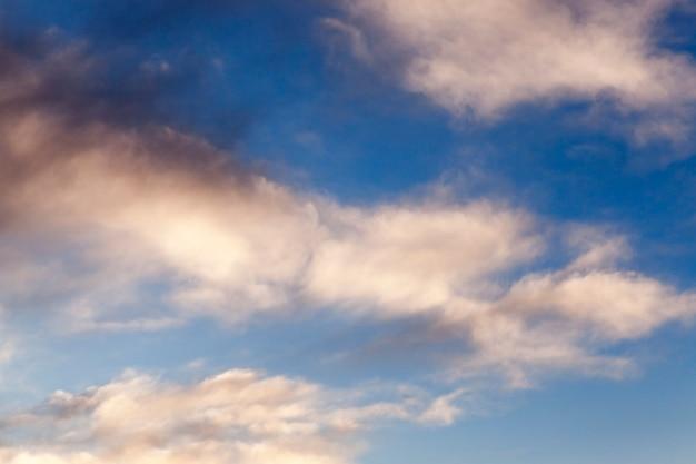 Himmel mit wolkenhintergrund