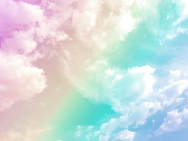 Himmel und wolken auf einem schönen pastellfarbenen hintergrund