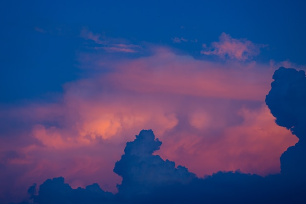 Himmel zur sonnenuntergangszeit