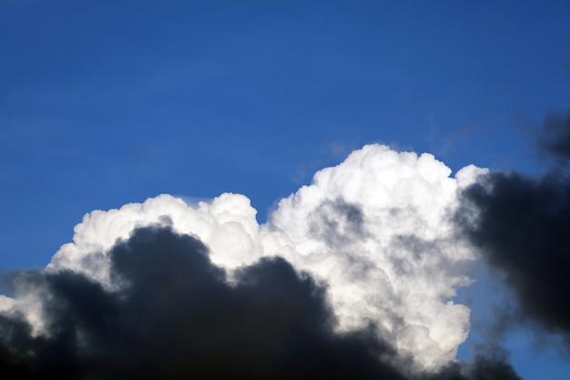 Himmelhaufenwolke und die weiche wolke der verbreitung