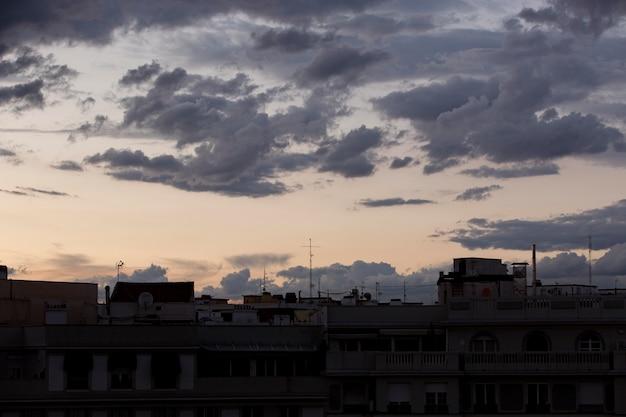 Himmellandschaftshintergrund mit wolken