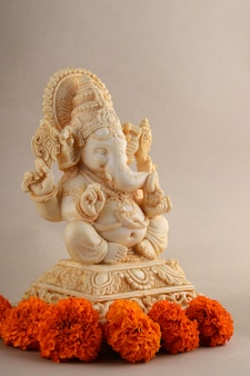 Hindu-gott ganesha. ganesha idol auf hintergrund