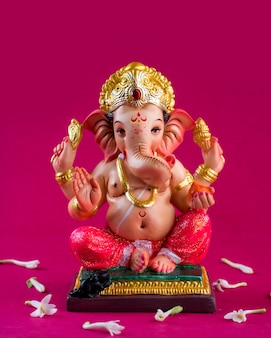 Hindugott ganesha. ganesha idol auf rosa.