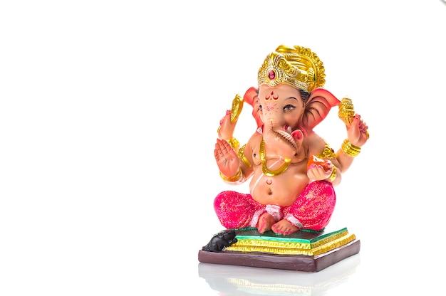 Hindugott ganesha. ganesha idol auf weiß.