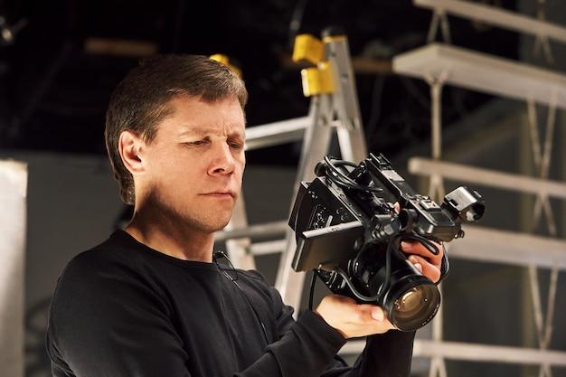 Hinter den kulissen der videoproduktion oder videoaufnahme, filmkörnung, selektiver fokus, spezielle beleuchtung